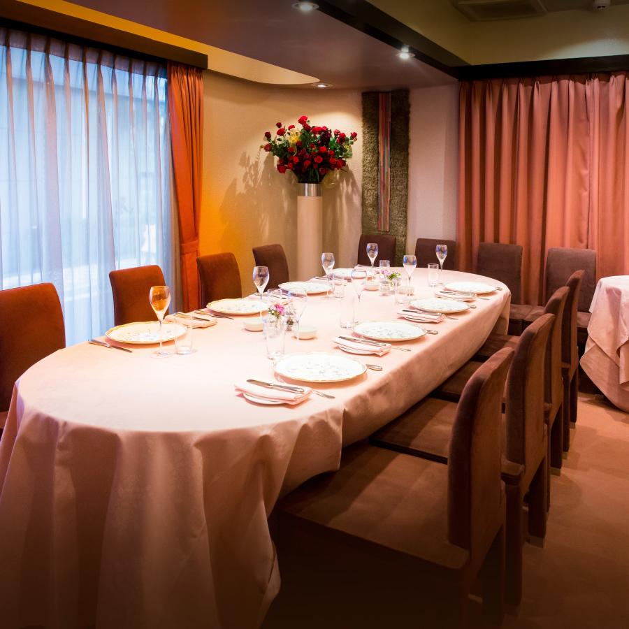 モダンで落ち着いた雰囲気のレストラン ドンピエール 銀座本店の個室