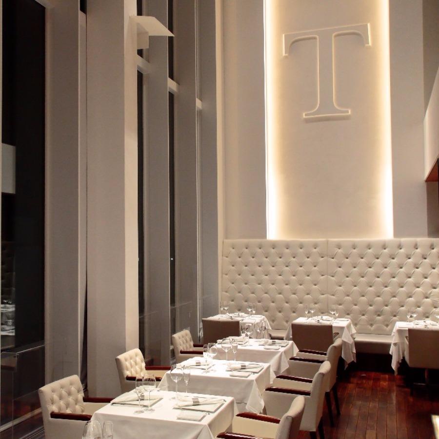 白を貴重としたニューヨークモダンなシェ・トモの個室